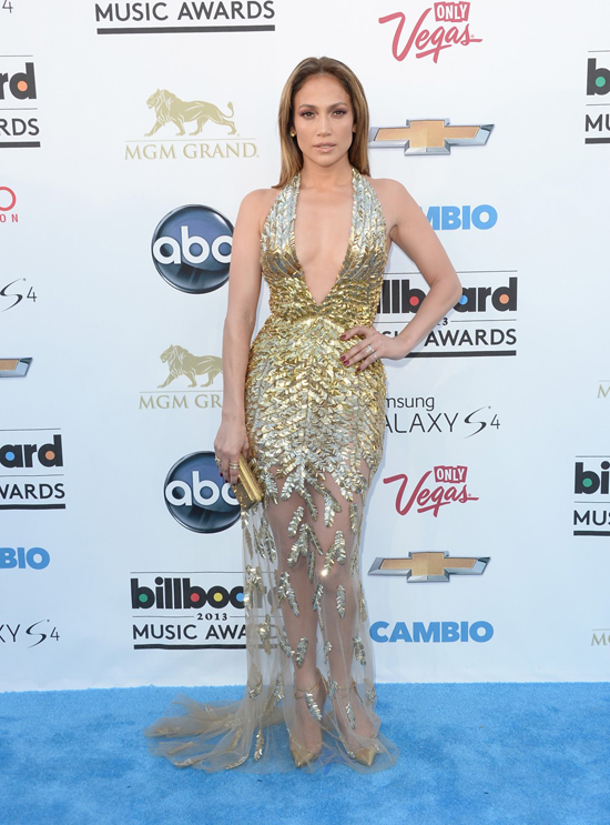 Jennifer Lopez: awesome outfit, but you really couldn't do ANYTHING with your hair?