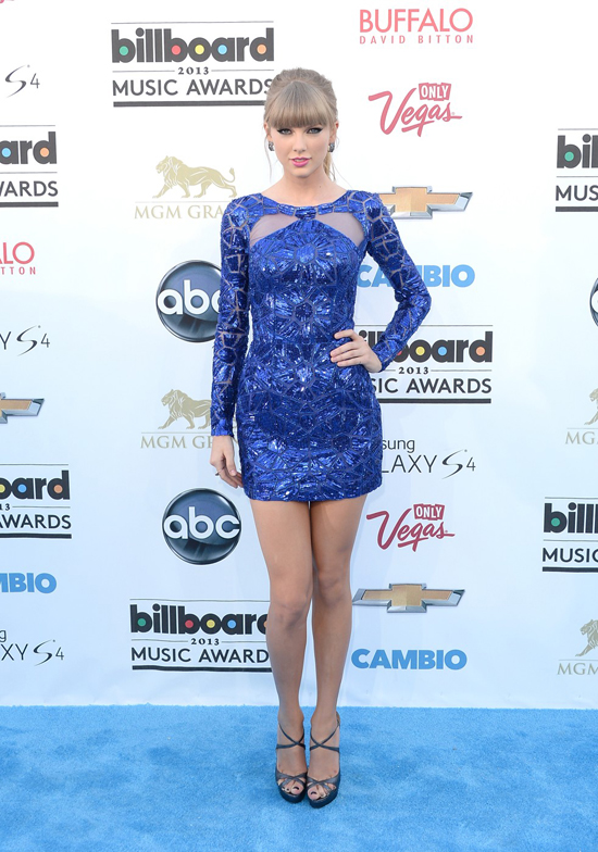 Taylor Swift: NO WAY, she's wearing a sparkly dress to an awards show? SHE'S TOTALLY NEVER DONE THAT BEFORE!
