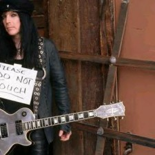Mick Mars of Motley Crue Assaulted Onstage!