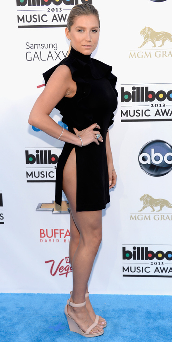 Ke$ha: Side butt is NOT the new side boob, no matter what your stylist says. STAHP.