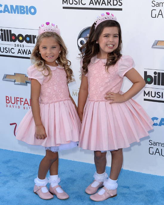 Sofia Grace & Rosie: take note - THIS is how you do an awards show. Well done, girls!