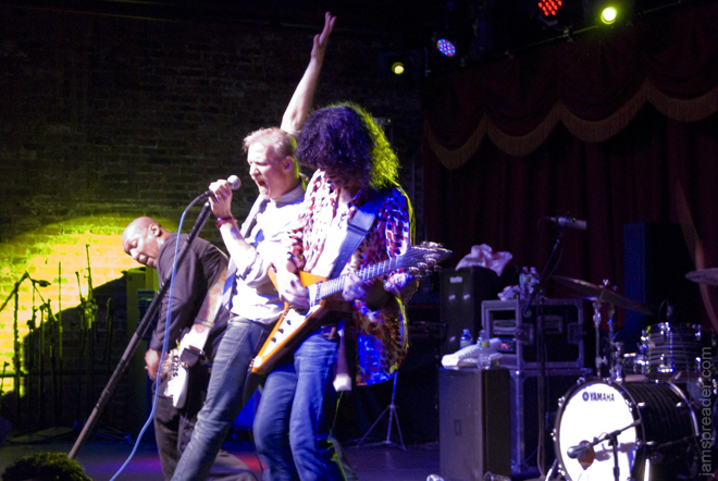 The Spin Doctors Perform Live