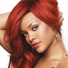 "Rihanna Hits ""Rude Boy"" With Microphone At Concert!"