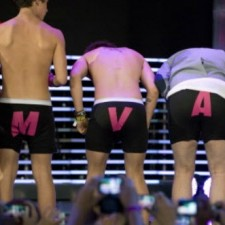 Best & Worst Red Carpet Fashion At The MuchMusic Video Awards, Explained In Gifs